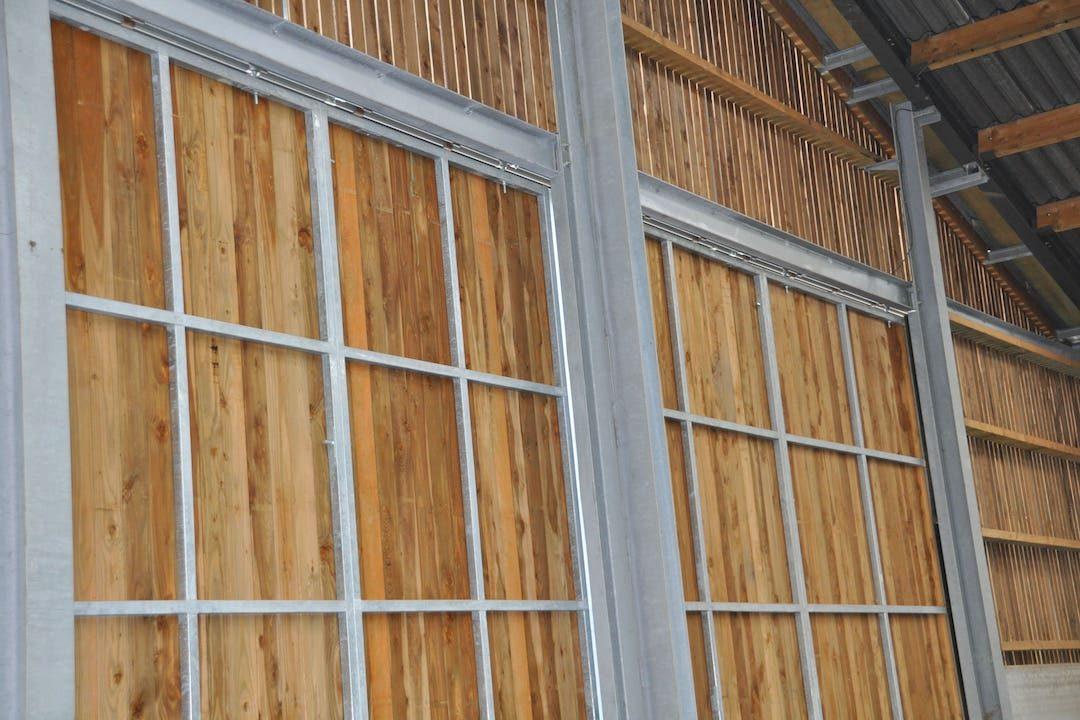 Portes coulissantes en bois à cadre métallique
